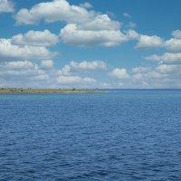 Остров Джарылгач  на горизонте :: Татьяна Ларионова