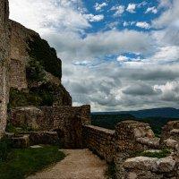 Развалины старого замка :: Eduard .