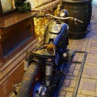 вот такой к- 750 стоит возле гостиницы в Ростове :: Vlad Proshin