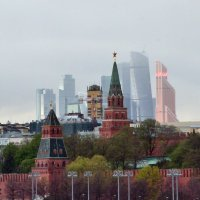 Контрасты большого города :: Александр Юдин