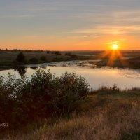 Закат над озером :: Александр Синдерёв