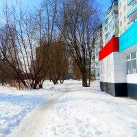 Март в городе :: Игорь Чуев