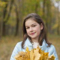 девочка с кленовыми листьями :: Вячеслав Побединский