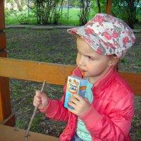 После садика всегда пить хочется! :: Елизавета Успенская