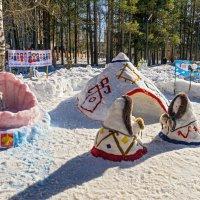 Очень понравилась снежная композиция: быт северных народов. Снега ещё полно, можно делать шедевры) :: Николай Зиновьев