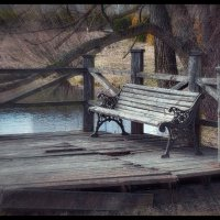 Люди и рады бы присесть и отдохнуть, да ноги опасаются сломать... :: Глeб ПЛATOB