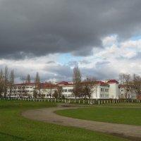 Школа. После и перед дождём... :: Тамара Бедай