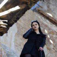 Девушка в заброшенном здании :: Ульяна Гончарова