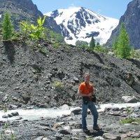 Перед восхождением на ледник Актру... :: Галина
