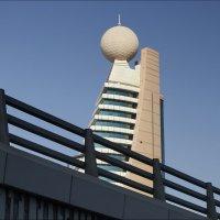 Архитектурная загогулина. :: Валерий Готлиб
