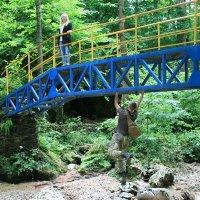 А по мосту можно и так ходить... :: Александр