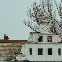 Крыша старинного здания в центре города. :: Юрий ЛМ