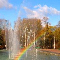 Радуга в городском фонтане :: Андрей Снегерёв