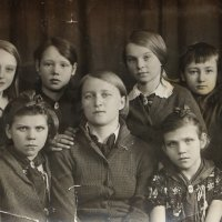 Школьные годы 1938 год. Девочки с учительницей :: Надежд@ Шавенкова