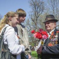 Поздравление ветерана :: Юрий Велицкий