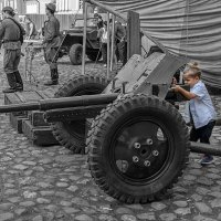 Пушки детям не игрушки :: Борис Гольдберг