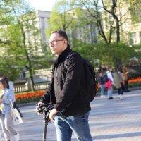 Самокатная весна в городе :: Наталья Ананьева