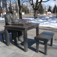 Памятник гроссмейстеру Паулю Кересу :: veera (veerra)