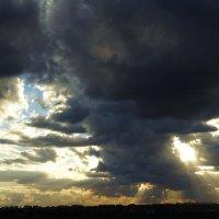 Пугающие облака :: Татьяна Р