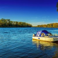 Мы словно лодки пытаемся пробиться в настоящее, но нас безжалостно относит в прошлое… :: Виктор Малород