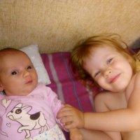 Старшая сестра и младшая. :: Андрей Хлопонин