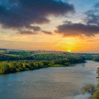 Рассвет, закат… над Доном рекой… Вот где природа… балует красотой! :: Виктор Малород