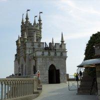 Замок Ласточкино гнездо. :: Yuri Chudnovetz