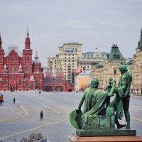 Красная площадь Памятник Минину и Пожарскому. Вид из  Покровского собора. :: Надежда Лаптева