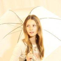 Девушка с зонтиком :: Александра Синяева