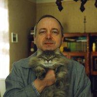 Пленочная фотография, конец прошлого века, камера Зенит. Я и кот Шпигель: чья морда шире? :) :: Владимир Шибинский