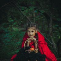 красная шапочка :: Natalya Oskina