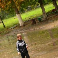Прогулка под дождём :: Ирина Акимова