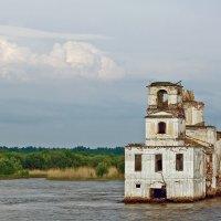 Затопленная церковь Крохинского погоста у истока Шексны из Белого озера :: Ольга Маркова