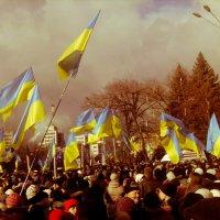Митинг связный с евроинтеграцией в Харькове 1 :: Александр Сальтевский