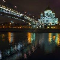 Храмовый мост и Храм Христа Спасителя в Москве :: Александр Матюхин