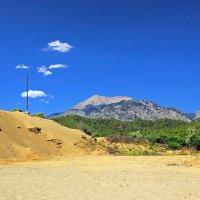 Дом построенный на песке :: Михаил Баевский