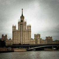 Жилой дом на Котельнической набережной в Москве. :: Роман —-