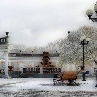 На тихо спящий парк новокузнецкий Лег утром нежный первый снег... :: Михаил Петрик