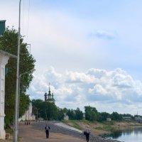 Прогуливаясь по набережной :: Андрей Белокопытов