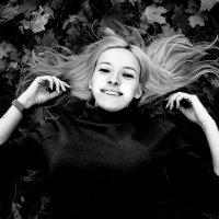 Черно - белая осень :: Николай Орехов