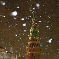 Москва. Вечер. Кремль. Водовзводная башня. Снегопад :: Минихан Сафин