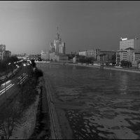 С павелецкого моста. :: Михаил Розенберг