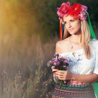 Девушка в национальном костюме :: Денис Евсеев