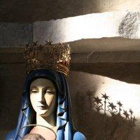 Скульптура Мадонны в голубом :: Elena Bettella