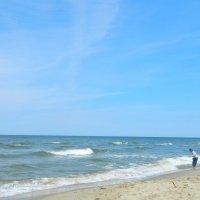 Балтийское море. Юный собиратель янтаря. :: Лидия Мамаева