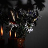 свечи, букет, вспышка :: юрий