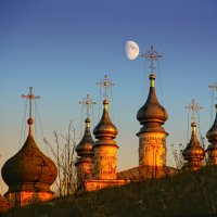 Купола и луна... :: Марина Назарова