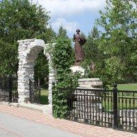 Памятник Иоанну Златоусту. :: Сергей Крылов