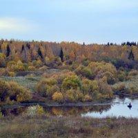 Одинокий рыбак на мелкой речушке :: Ярослав Тимофеев