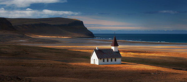 Фотографии о маленьких деревенских церквушках